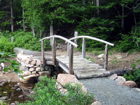 沿Jordan Pond的木桥