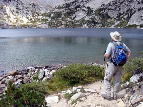 Patrick站在Ruby湖边出神良久。